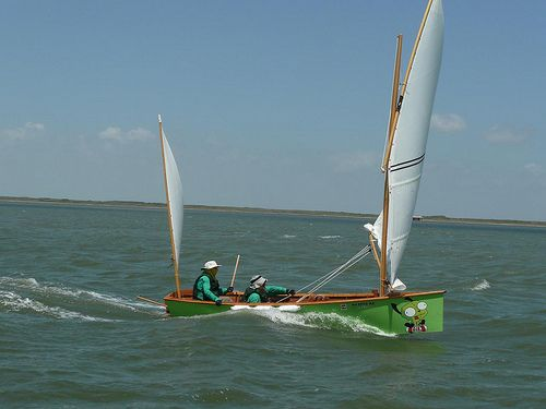 Goat Island Skiff going fast downwind with heavy load - Texas 200