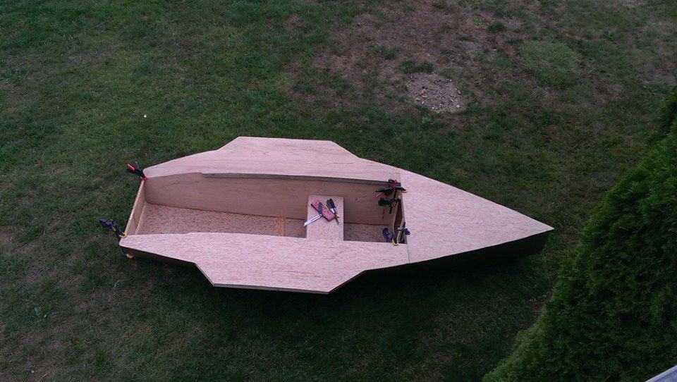 ... lightweight and efficient plywood racing dinghy | Storer Boat
