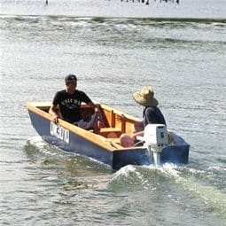 Handy Punt Plan. Light simple cartoppable fishing and family outboard utlity. storerboatplans.com