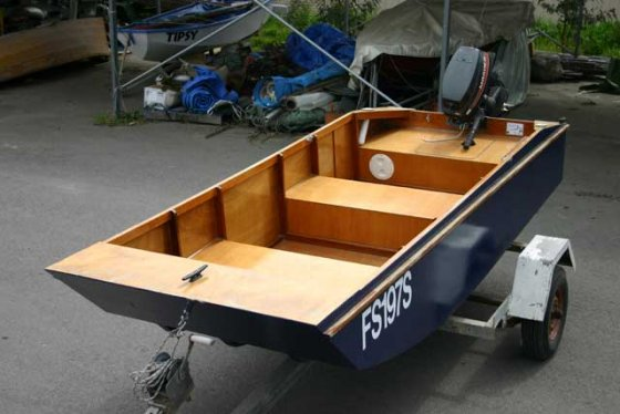 Handy Punt – Lightweight, Stable, Outboard Boat for Fishing, RVs and Caravanning